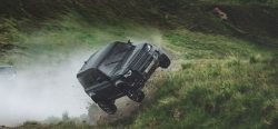 Land Rover Defender phô diễn biệt tài Off-Road trong 007 - No time to Die